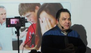 دکتر حسام فیروزی رواندرمانگر کودک، نوجوان و خانواده - Dr Hesam Firoozi