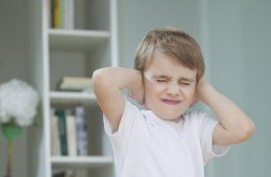 حساسیت شنیداری در کودکان و تمرینهایی برای تقویت آن