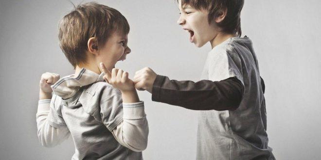 کودکی که برادر کوچک خود را آزار میدهد - دکتر حسام فیروزی