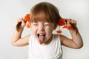 لجبازی کودک بیانگر مشکل خاصی هست یا بخاطر سن اوست؟