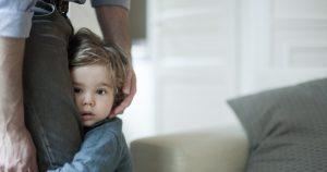 برای بالا رفتن اعتماد به نفس یک کودک خجالتی چه کنیم؟