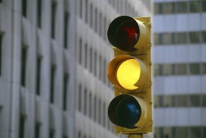 چراغ زرد؛ احتیاط یا انتخاب؟